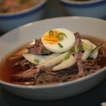 Mul naengmyeon, nouilles de sarrasin dans un bouillon glacé